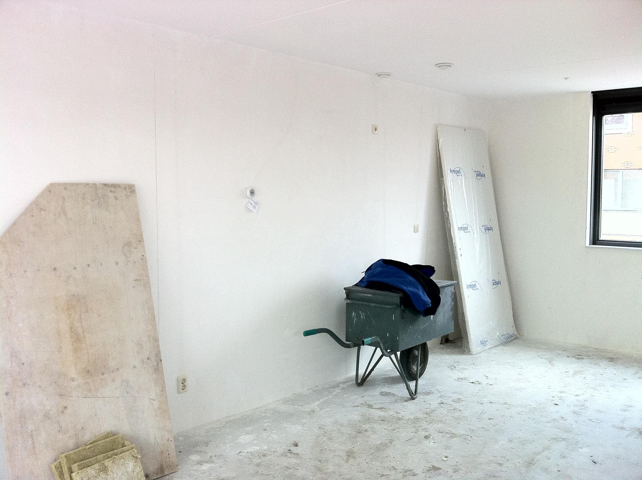 Muren afwerken nieuwbouw great muren en plafonds foto for Behangklaar