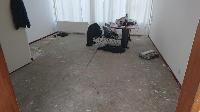 Laminaat Leggen Ondervloer : Vloerlegger gezocht lelystad laminaat leggen ondervloer plinten