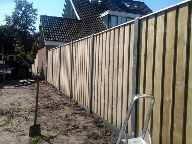 Hekwerker gezocht: Dordrecht, Hout/beton schutting (inclusief poort)