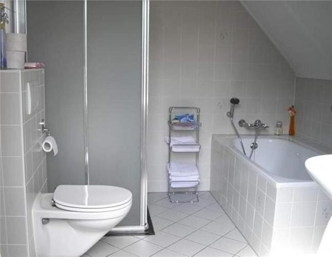 Tegelzetter gezocht: Vledder, Betegelen badkamer en toilet